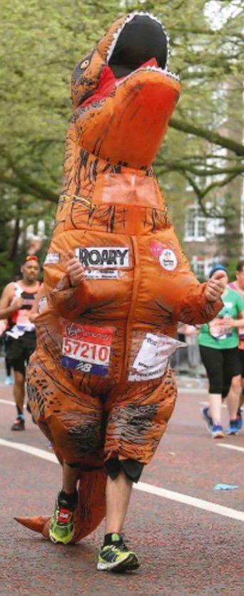 Rundraise Virtual Races - Running in costume 2